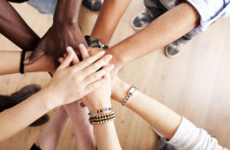 web1_unite-hands
